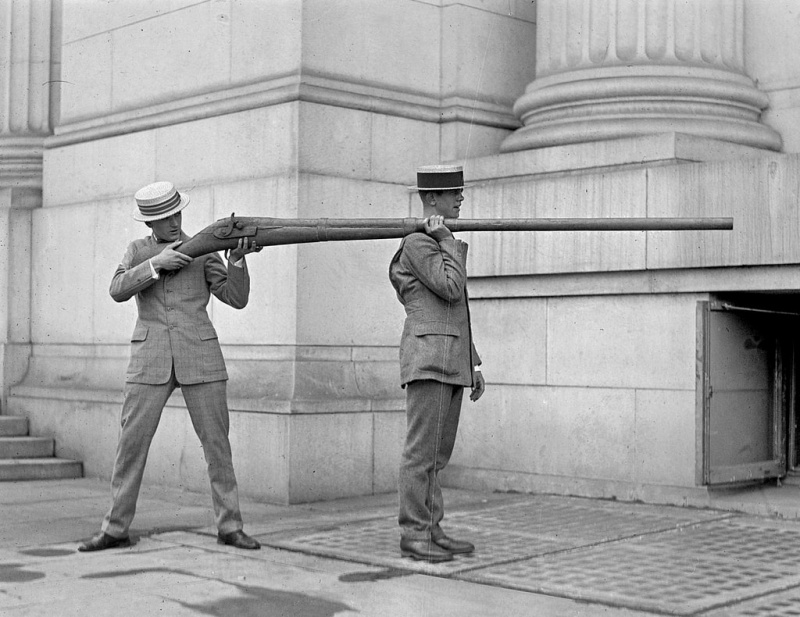 Name:  The Artemis Rifle was an experimental WW1 weapon said to be able to decapitate a soldier at 25 m.jpg Views: 75 Size:  170.1 KB