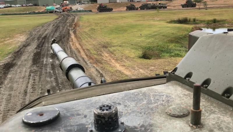 Name:  Leopard commander view.jpg Views: 87 Size:  162.0 KB